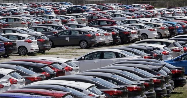 Small, midsize SUVs drive April US auto sales gains