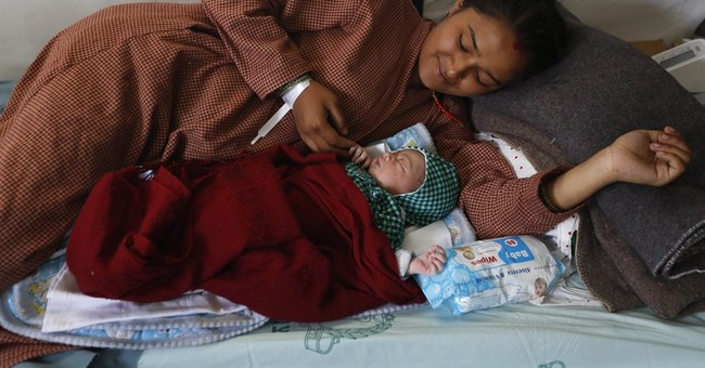 Baby born in field hospital after Nepal earthquake
