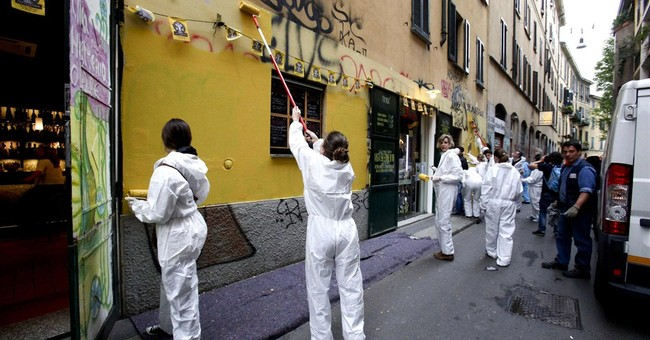 Thousands turn out to clean Milan after May Day clashes