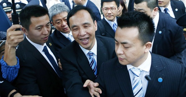 Chairman of Taiwan's ruling party visits mainland