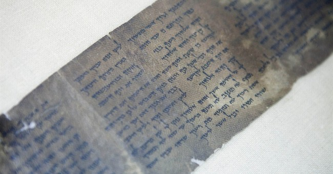 Oldest complete copy of Ten Commandments displayed in Israel