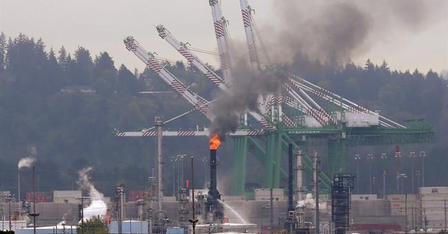Fire at Washington state oil refinery sends smoke across sky