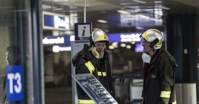Officials suspect short circuit in Rome airport fire