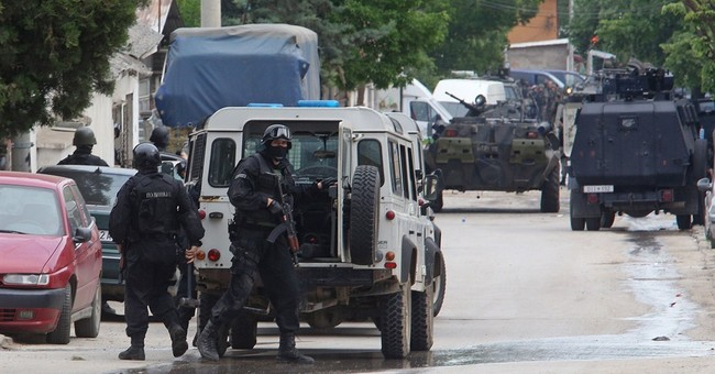 Macedonia: 4 police wounded in clash with armed group