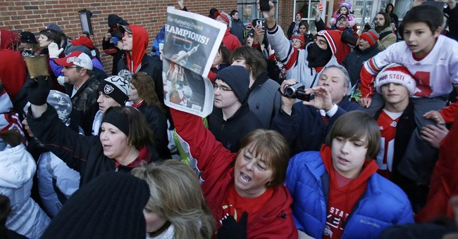 Fans welcome back Ohio State Buckeyes after winning title