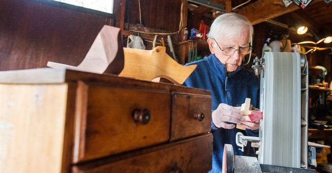 94-year-old man finishes college after starting 75 years ago