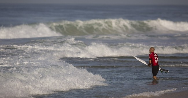 Surfing event opens in Rio amid water pollution worries
