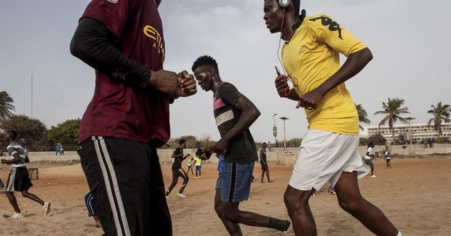 Senegalese in the capital flock to the beach for workouts