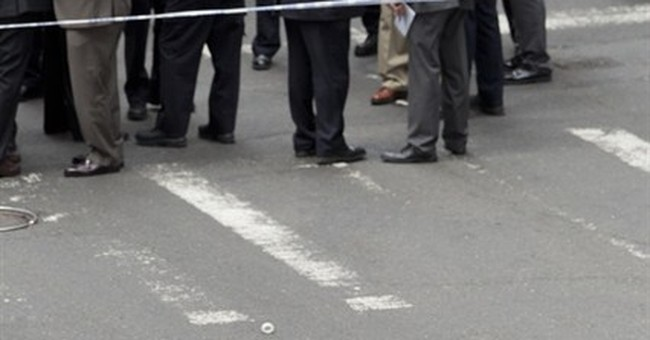 NYC police: Man shot after hammer attacks has been arrested