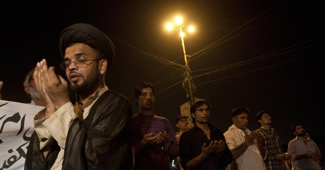 Pakistan holds mass funeral for Shiites killed in bus attack