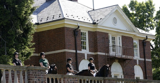 Sweet Briar's keynote speaker slams closing at commencement