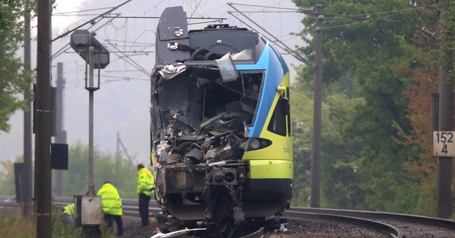2 dead, at least 20 injured in Germany train crash