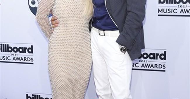 Taylor Swift wins 8 at Billboard Awards; Kanye gets booed