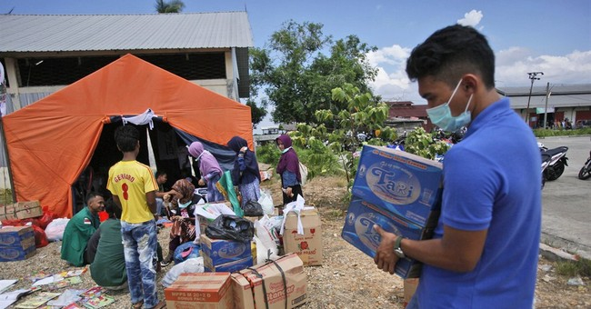 Ordinary people help migrants as Asia struggles with crisis