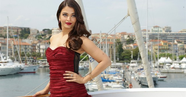 CANNES WATCH: Aishwarya Rai stuns in Oscar de la Renta red