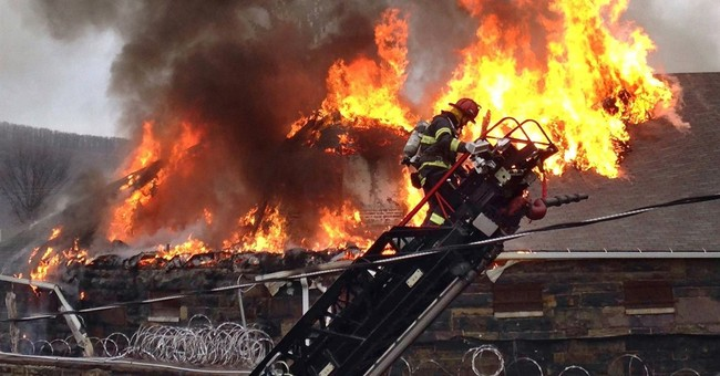 Fire forces 200 inmates from century-old Pennsylvania prison