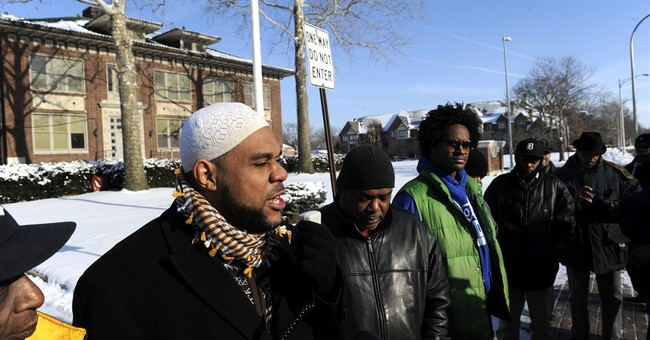 Group: Officers who beat black suspect should be charged