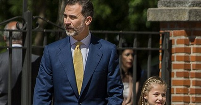Spain's Princess Leonor breaks tradition with 1st communion