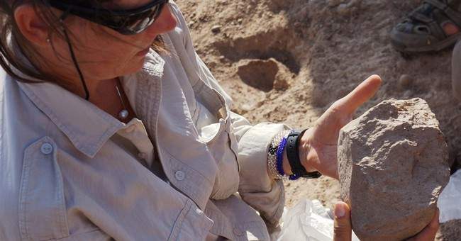 Oldest known stone tools found in Kenya; makers not known