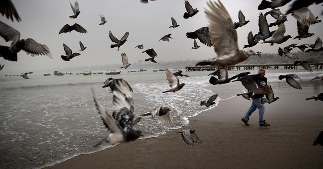 AP PHOTOS: Peruvians seek relief from ills at the seaside