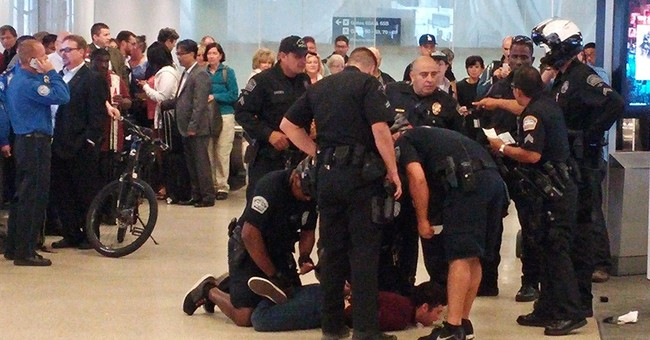 Police use stun gun on man at Los Angeles airport