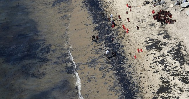 AP PHOTOS: Crews rake, vacuum up oil after California spill