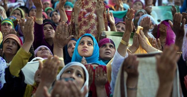 Image of Asia: Hands raised in prayer at Hazratbal shrine