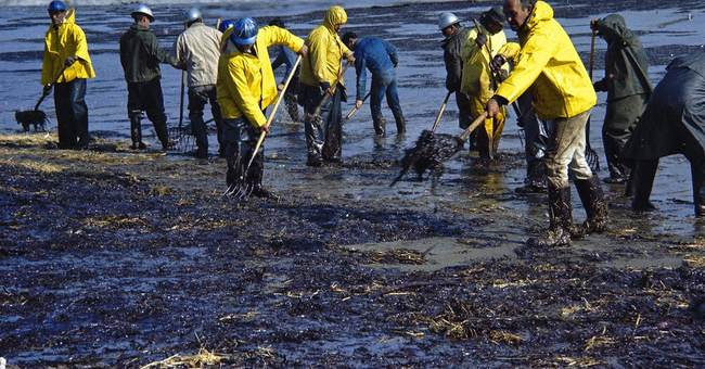 Oil shouldn't spoil vacations for California beach tourists