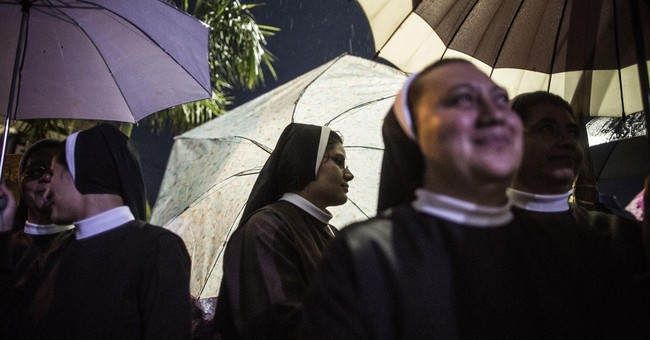 Salvadorans rejoice as slain Archbishop Romero beatified