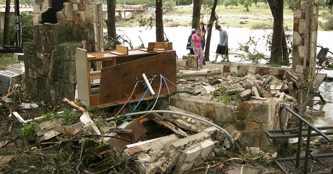Storms flood Plains, Midwest, killing 3, forcing evacuations