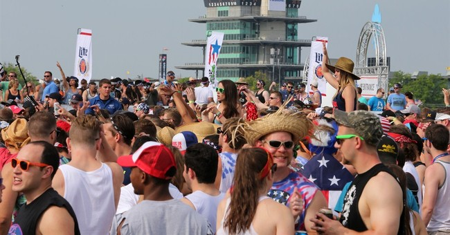 Indy 500 fans applaud Nabors successor Straight No Chaser