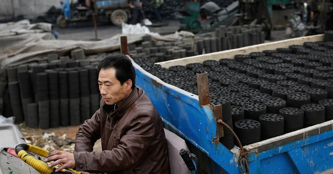 China coal production falls in first 4 months of year