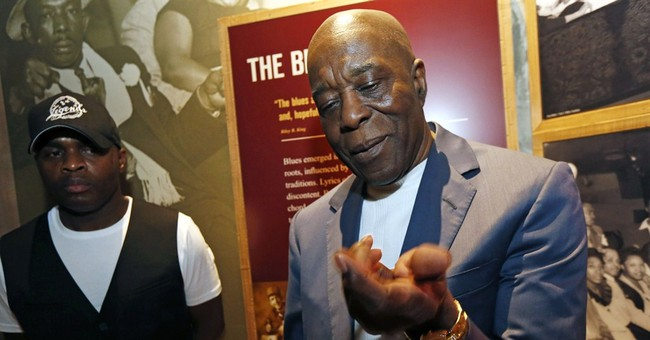 Thousands view B.B. King on eve of Mississippi funeral