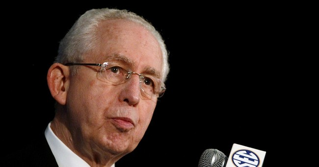 SEC's Slive steps down amid record revenue, new conduct rule