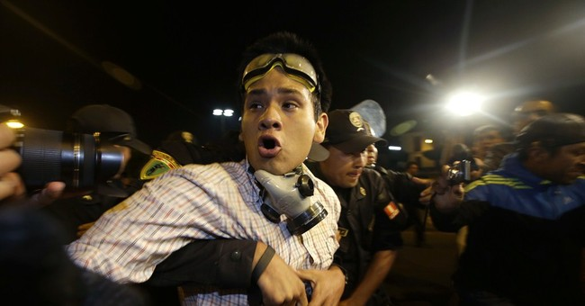 Young Peruvians clash with police over cuts in labor rights