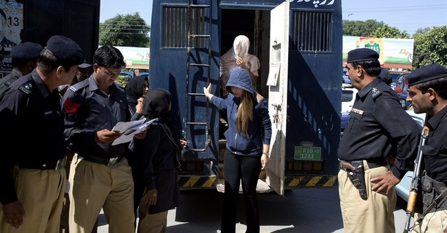 Pakistan court rejects bail for top model caught with cash