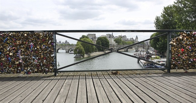 Not eternal: Paris removes 'love locks' from famed bridge