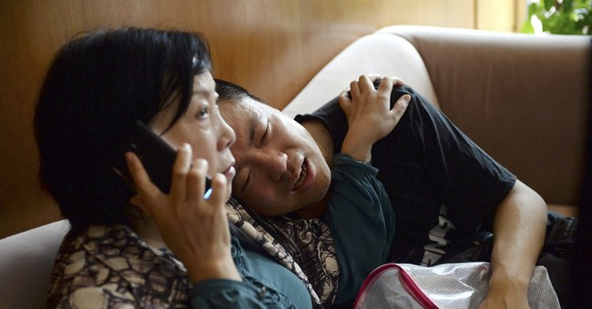 Survivors pulled from China boat capsizing; hundreds missing