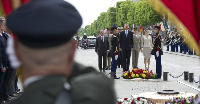 Spanish royals in Paris for visit; honor crash workers