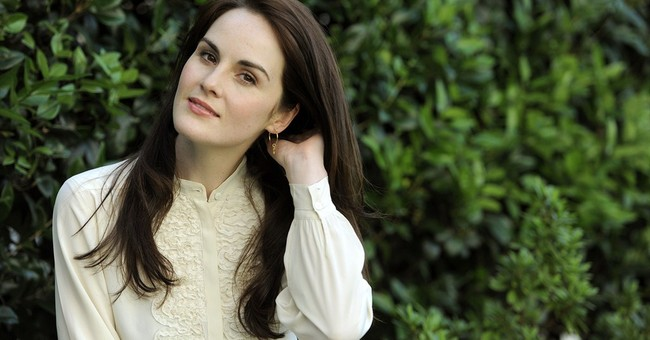 Michelle Dockery swaps 'Downton' for 'Liaisons Dangereuses'