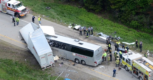 Latest on bus crash: 8 treated at Poconos hospital released