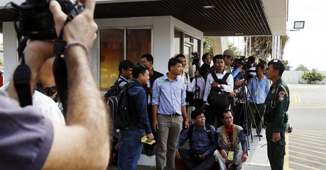 4 refugees rejected by Australia start new life in Cambodia