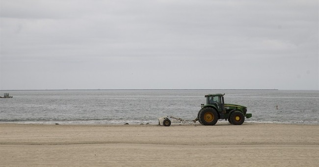 Los Angeles-area shoreline latest to close over oily goo