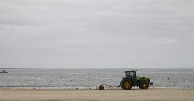 Los Angeles-area shoreline latest to close over oily goo