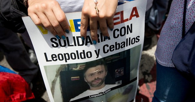 Jailed mayors' hunger strike rallies Venezuelan opposition