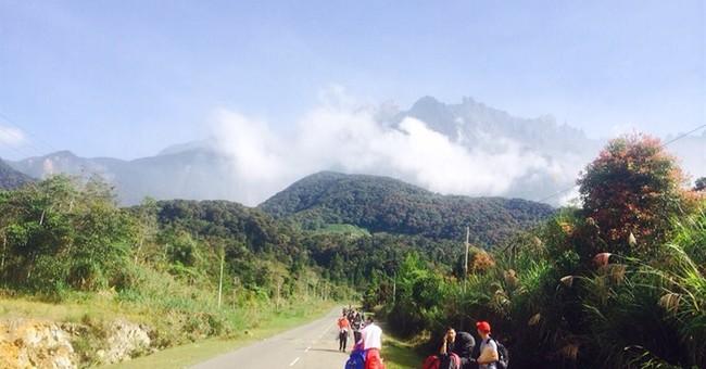 Quake kills 2 climbers, leaves 17 missing on Malaysian peak