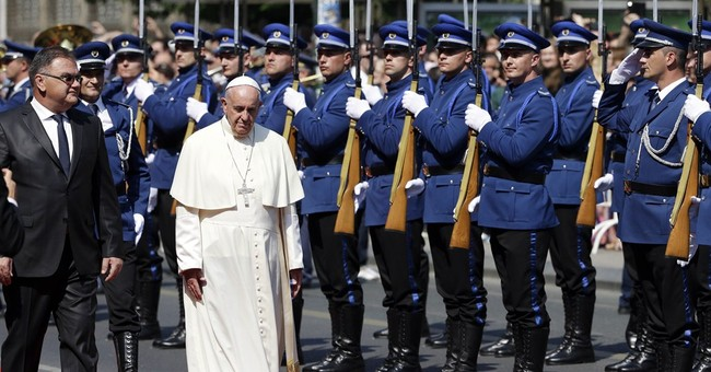 Pope urges Bosnians to put fratricidal past behind them