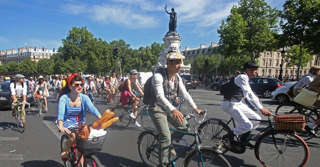 Berets and baguettes join bikes in French cycling festival