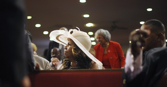 Aretha Franklin sings at service for dad, brother in Detroit