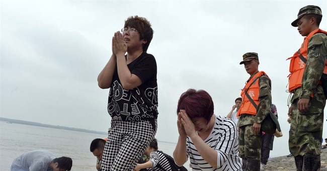 Relatives weep at morgue after China's Yangtze ship disaster